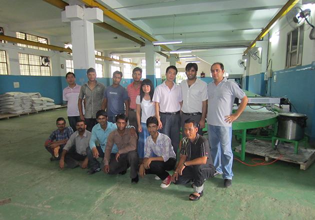 印度安装脚垫生产线.jpg